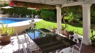 Garten - Pool - Villa Tara